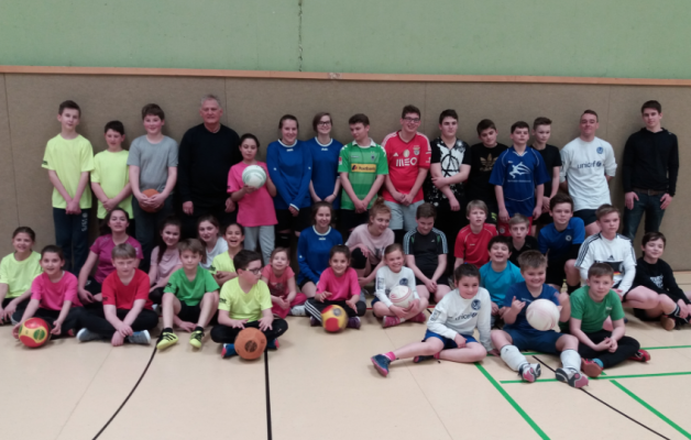 Erster Nachwuchsfaustball Lehrgang des Gladbacher Turngau