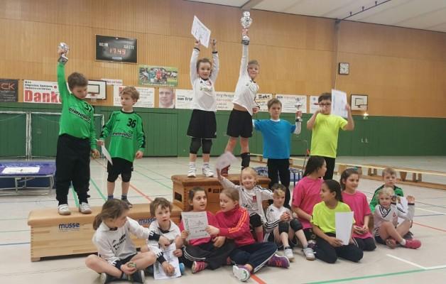 Faustballer betreten mit einem U8-Turnier echtes Neuland